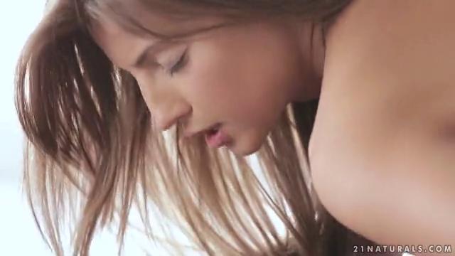 Жесткий фотографии две грудастых девушки ласкают на камеру порно онлайн порно