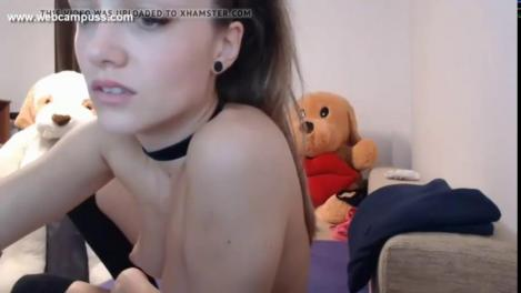 Порно жопастая латинка мастурбирует перед вебкамерой