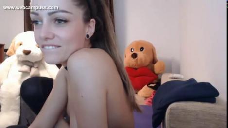 Девушка мастурбирует на веб скачать бесплатно