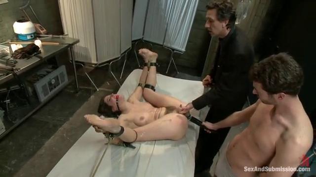 Порно он ебет ее рукой, фото анал большая попа