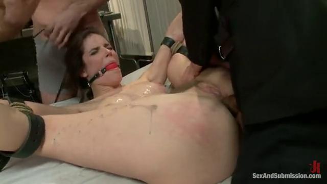 Рука во рту порно