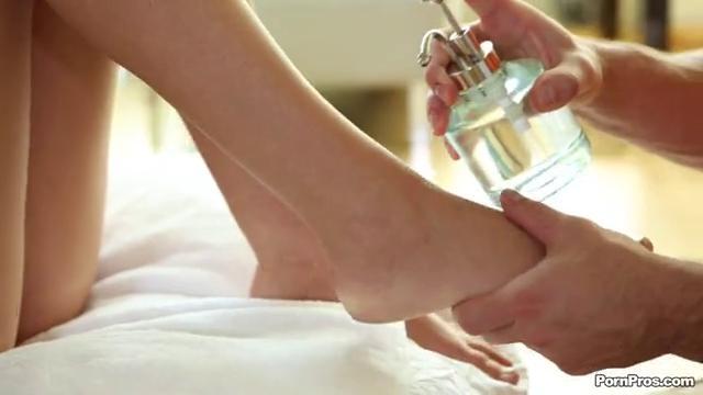 Соседка соблазнила сделал массаж влагалища порно даче