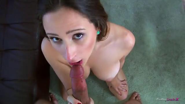 Фото голая девка берет в рот, картинка секс в лодке