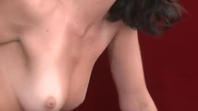 Порно телки двигают телом на хую, секс на корточках видео
